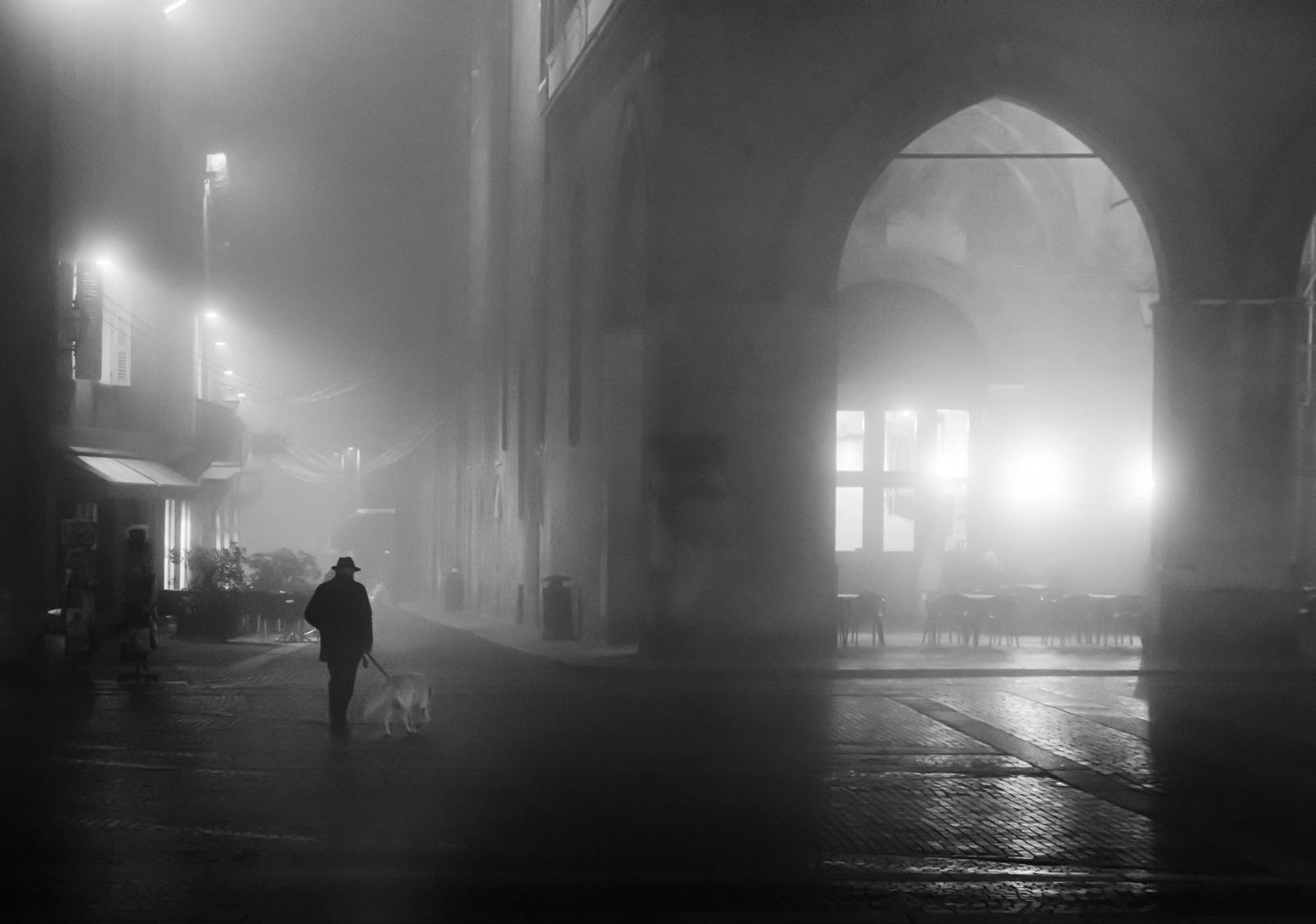 foto n 4 - Soli nella nebbia