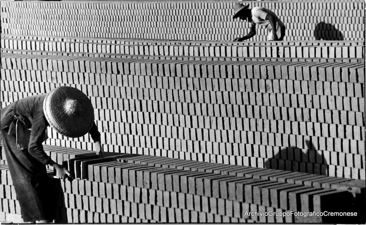 Brik yard - Auyeung Hung - Premio Cremona 1967